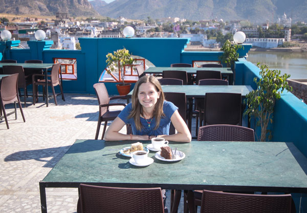 Vegan cake, coffee and a great view of Pushkar- life is good!