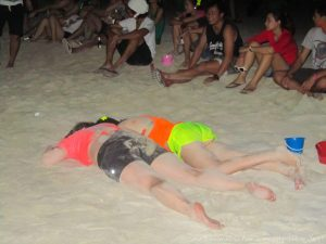 drunk girls fullmoon party
