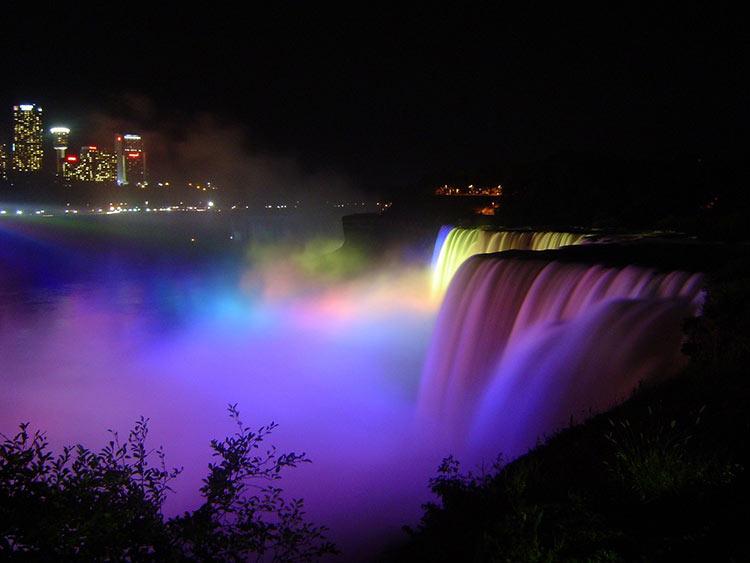 niagara falls nightime
